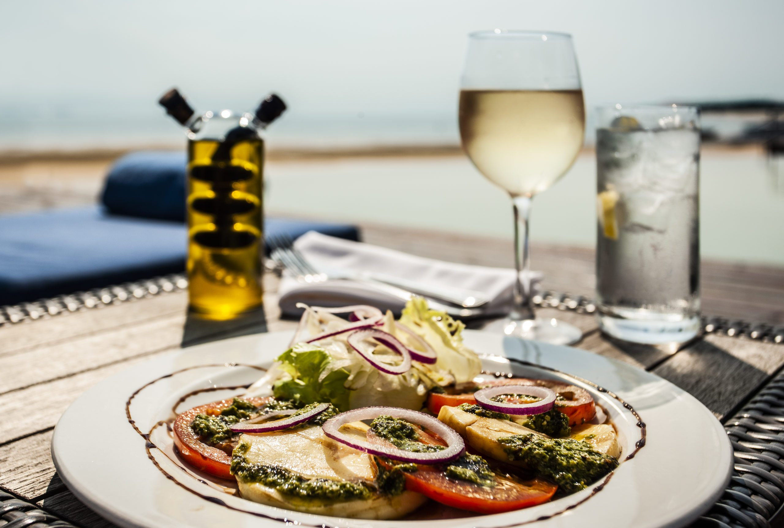 Mozambique white wine and seafood