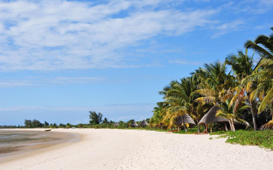 benguerra white sand beach with palm trees
