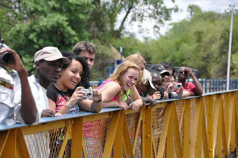 onlookers watching the bungee jumpers