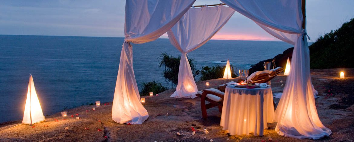 dining on the beach in Seychelles