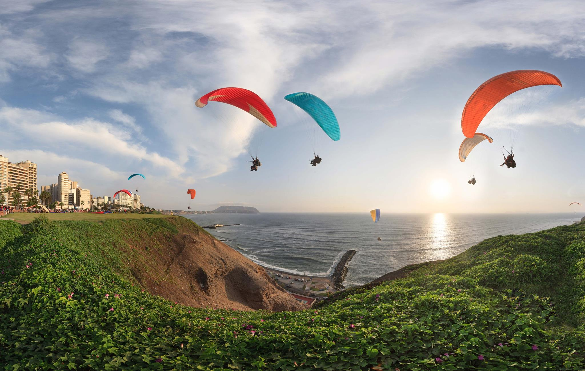 hanggliders over miraflores park and the ocean in lima on Peru holiday