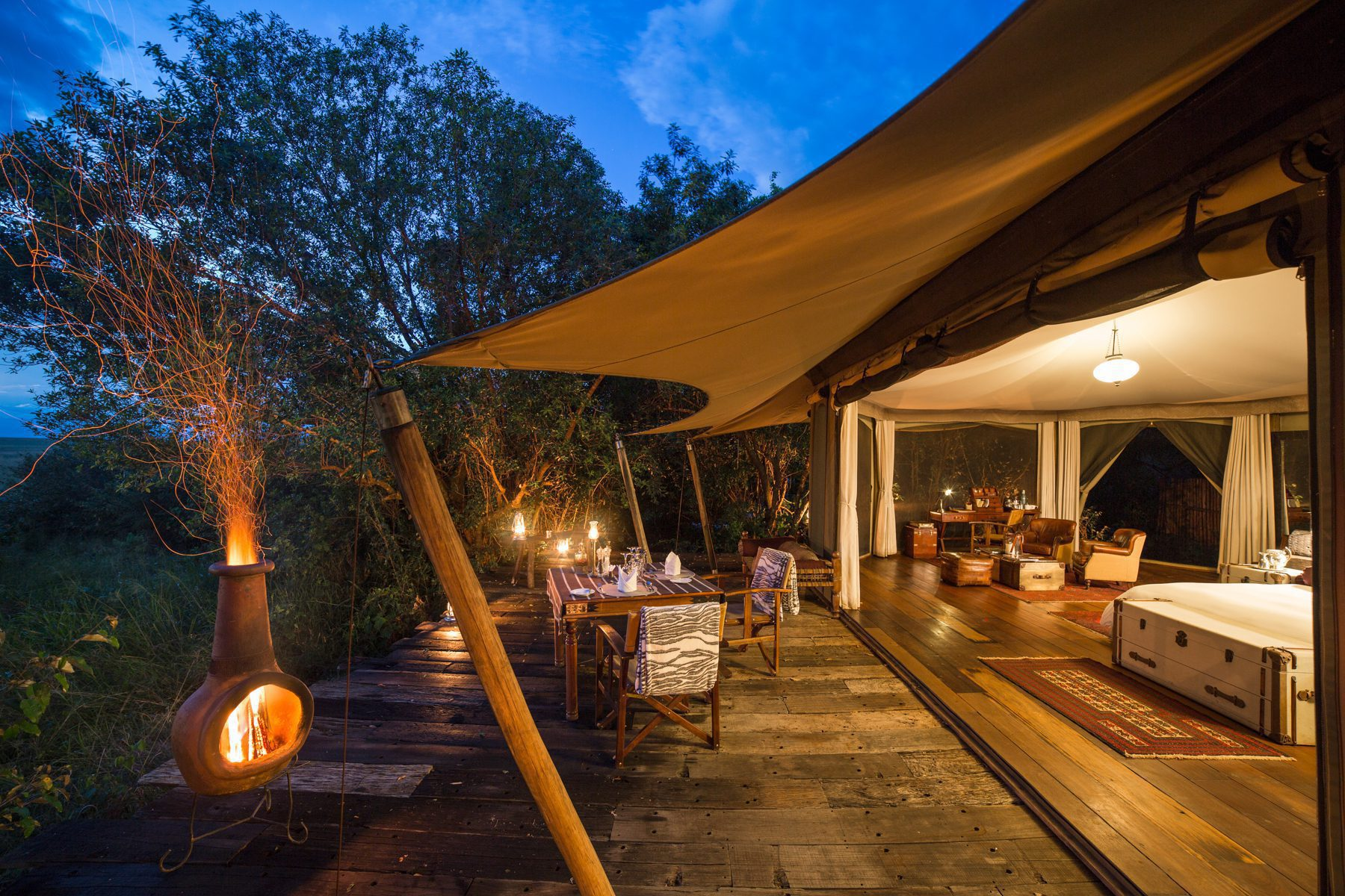 large timber posts stretch the canvas roof over a suite at Mara Plains