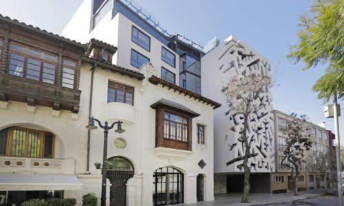 exterior of hotel cumbres lastarria