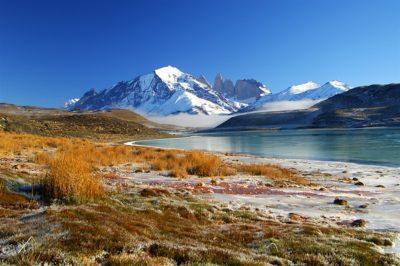 tierra_patagonia_mountains_and_lake